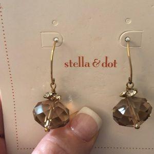 Light tan drop earrings